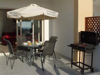 Outside dining and barbecue Apartment Katereza, Anarita Chorio