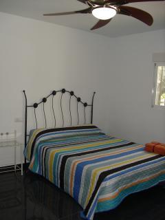 Ventiladores y mosquiteras en todas las habitaciones
