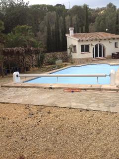 Pool with safety cover