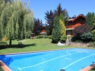 Gran casa con jardín, piscina. wifi