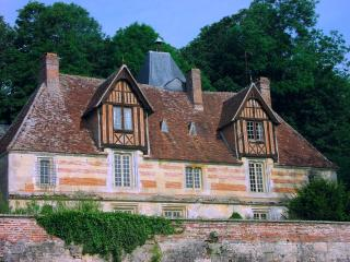 LE BATISON: family-friendly gite for sightseeing or just relaxing in the garden