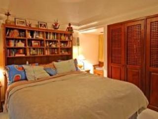 Casa Parota - upstairs bedroom - Calif King or 2 Twins