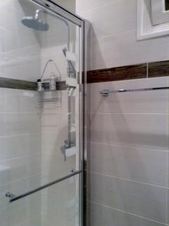 Powerful shower in modern shower room