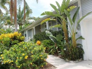 Large Old Florida Style Vacation Retreat Home near the beach, Isla Marco