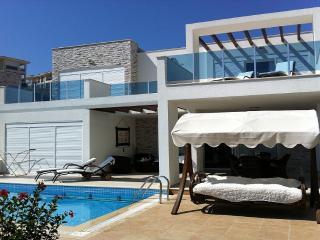 Spring Villa wth private Pool, Side