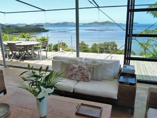 House of the bay, a designer's dream facing lagoon, Noumea