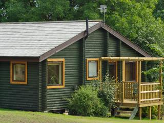Mulberry Lodge with Hot Tub, Hudswell