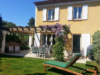Pretty Provencal villa in Pont Royal, Provence