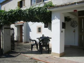Casa Nicola, Castiglione Messer Raimondo