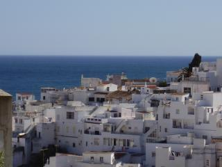 Homely & Spacious Apartment in Old Town Albufeira - wifi & 200 Tv channels!