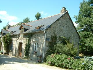 Sunflower Cottage - ask about late discounts, Plouguernevel