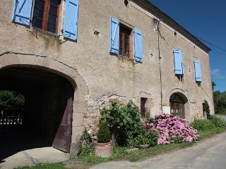 Le Claouset, Monesties