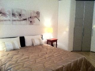 The bed room with king size bed. Is possible to have also 2 single beds