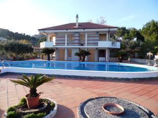 VILLACHARMING Gigantic Private Pool with breathtaking views!, Taormina