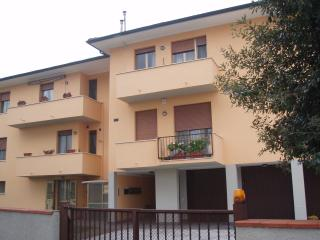 Lovely 2 bedroom apartment with balcony in Pisa, kids welcome!