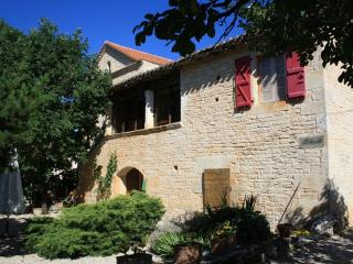 Liberte (Tree) luxury 3 bedroom accommodation, Cahors