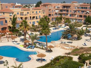 Luxury, South facing, 1 bed pool view apt in Limnaria Gardens, Paphos, Cyprus