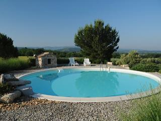 Authentical CABANON in Provence scenary with private pool and jacuzzi