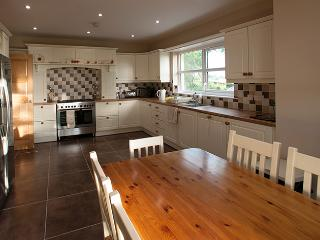 kitchen diner with american fridge freezer and range style cooker
