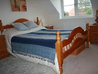Main bedroom, kingsize bed