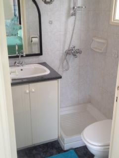 The en-suite bathroom/wc