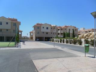 Ground floor apartment, sleeps 4, private garden with patio, wifi is available