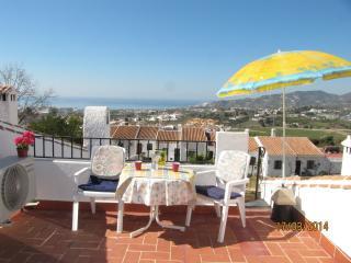 Top apartment, 2 private terraces + wifi, Nerja