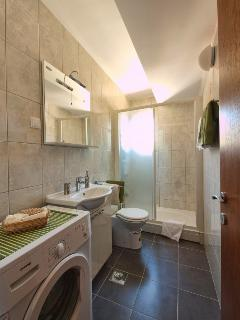 1bedroom apartment bathroom