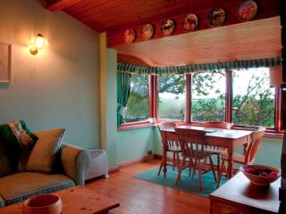 Orchard Cottage|rural site|panoramic views|woodburning stove|nr wild animal park