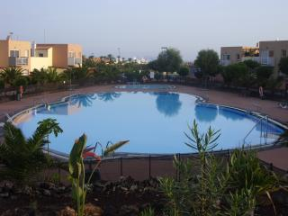 Sleeps 4, Wifi, UK TV & Terrace, fresh water pool, Corralejo