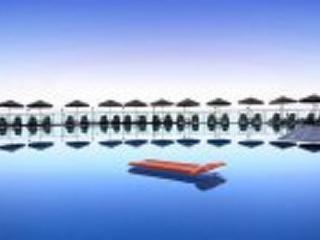 Pool with panaromic views of surrounding countryside