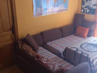 CHEAP,COZY FLAT NEXT TO CENTER. WE RENT 3 ROOMS,, Sevilla