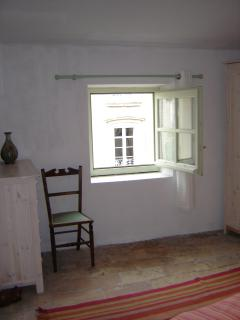Double bedroom with window