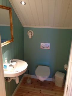 WC (upstairs)