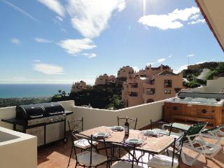 Terrace, bbq, jacuzzi, views!!!
