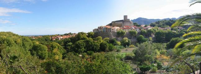 Laroque des Alberes: the mountains, the old fort & across the plain to the sea
