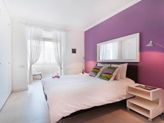 Apartment Rambla del Raval, Barcelona