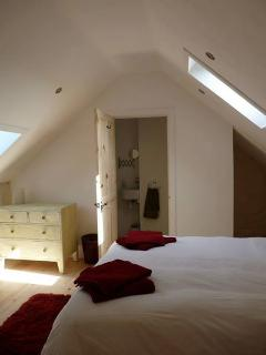 Master bedroom with ensuite, kingsize bed (can be twins) and single bed