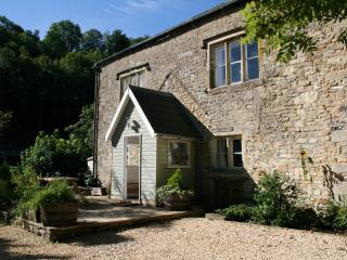 Snug Cottage with woodburner, beautiful views & walks, free bike storage