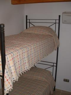 2x single bunk room shares house bathroom with only one other guest room-ideal for family