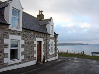 Hill Crest Cottage - Traditional Seaside Charm, Cullen
