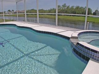 Pool has jacuzzi and overlooks river