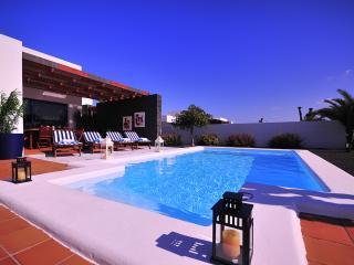 Villa Bellavista B1 with private heated pool, wifi, air conditioner, etc ...