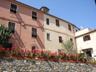 Appartamento in casa antica, Cipressa