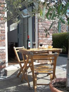 Relaxing outside on our Belgian cafe table and chairs