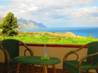 Charmingi Villa Antonnella with pool and sea view, Trapani