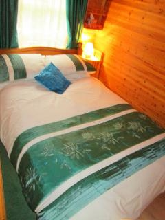 Attractive cosy bedroom with double bed, storage. All Bed Linen provided