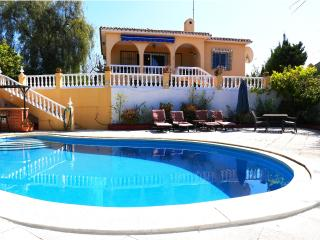 Secluded Villa, Private Pool, close to ameneties