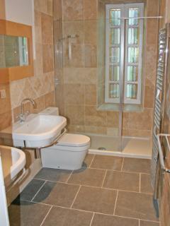 Monet Apartment - Bathroom