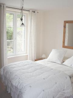 Sisley Apartment - Master Bedroom